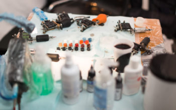 Corso Tatuaggio e Piercing 90 ore: Le migliori attrezzature in aula!